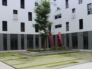 Fahrschule 1plus München Neuperlach, Eingang im Innenhof